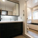 洗面室の壁は調湿機能に優れたエコカラットを使用。湿気対策でジメジメ感がなくなりました。