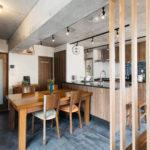 素材の良いダイニングテーブルは空間のリフォームに合わせ天板を磨いてリペア。