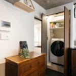 洗濯機置場は、バスルームを大きくするためにキッチン動線に移設。